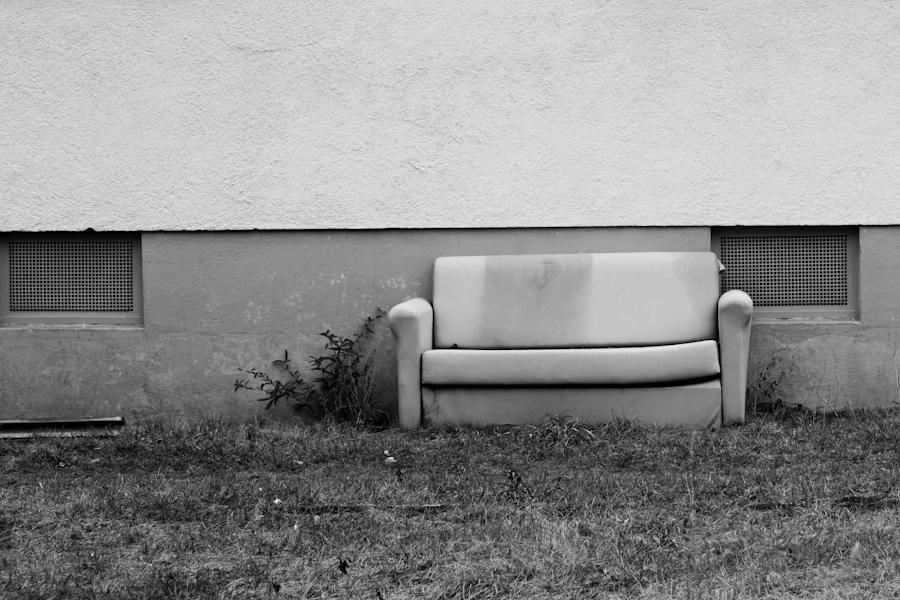 Sofa in der Ferdinand-Weiss-Strasse in Freiburg