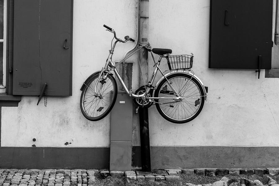 Geparktes Fahrrad in Basel